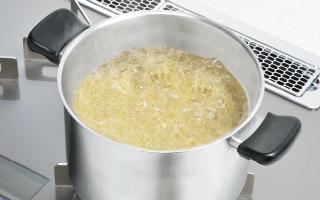 [new] 麺をゆでても吹きこぼれない麺ゆで機能